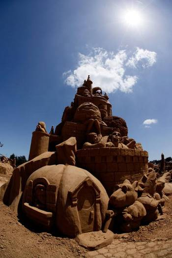 В австралийском городе Мельбурн проходит выставка песочных скульптур. Фото: Kristian Dowling/Getty Images