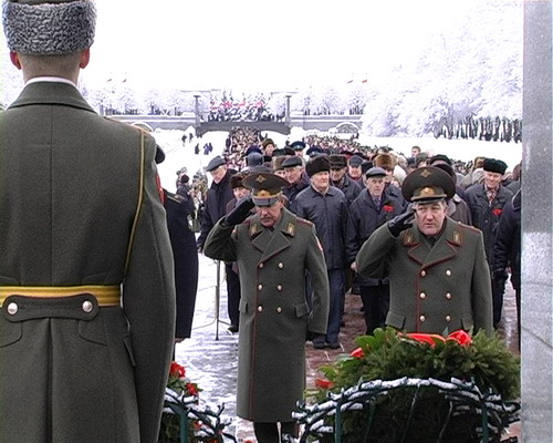 Возложение венков к вечному огню на Пискаревском кладбище 27 января 2008 года. Фото: Вячеслав Козлов