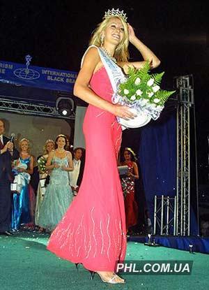 Представниця Франції 20-ти літня Оурілі Моуз. Фото: http://phl.com.ua