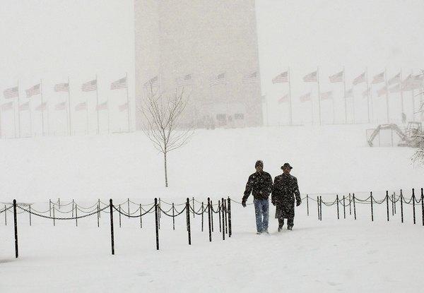 Сніговий шторм пройшов над територією східного узбережжя США.Фото: Win McNamee / Getty Images