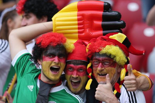 Германские болельщики поддерживают атмосферу матча Германия — Италия, 28 июня 2012 года, Польша. Фото: Alex Grimm/Getty Images
