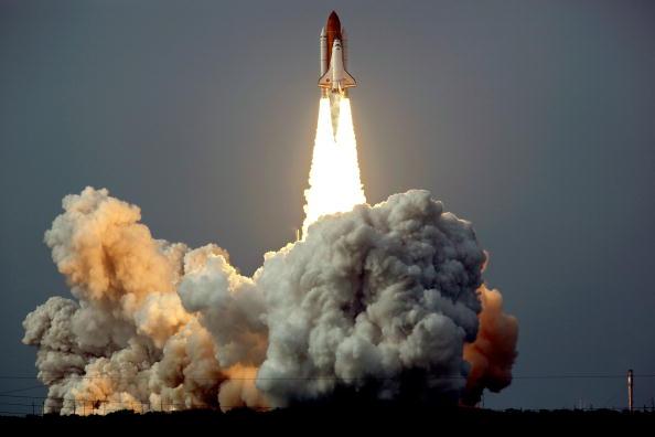 Запуск космического шаттла 'Эндевор'. Мыс Канаверал, Филаделфия, 15 июля 2009г. Фото: STAN HONDA/Getty Images