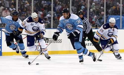 Під час матчу 'Баффало' - 'Пітсбург'. Фото: Gregory Shamus/NHLI via Getty Images