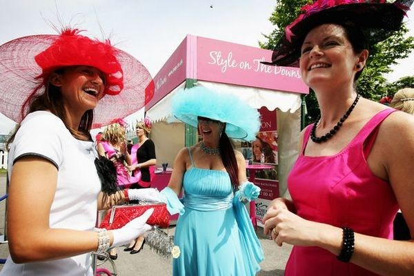 Найдивовижніші капелюшки на фестивалі Дербі в Лондоні. Фото: Getty Images