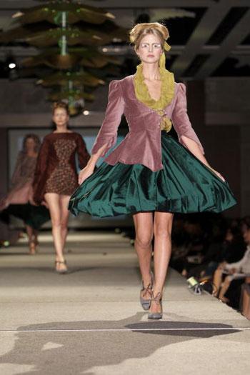Колекція Талії Даунз (Tahlia Downes) на показі моди-2007 Західно-австралійського інституту моди й текстилю. Фото: Stefan Gosatti/Getty Images