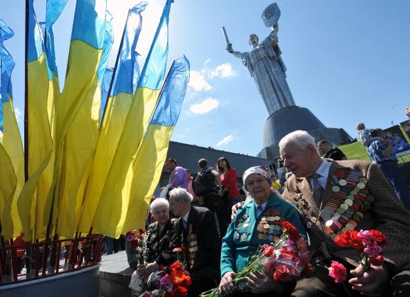 Янукович: З 1 травня збільшать пенсії учасникам війни