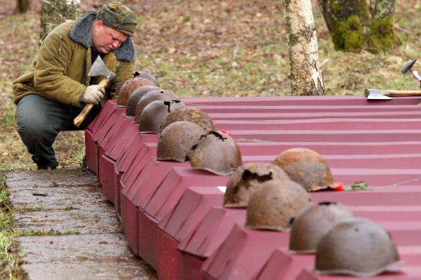 Под Киевом перезахоронили 48 воинов Советской Армии