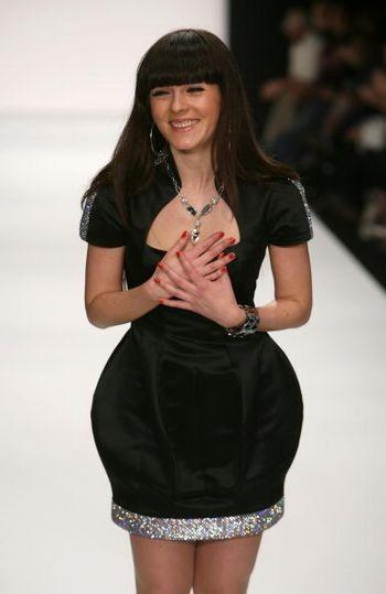 Вероника Жанви стала первым украинским дизайнером, которого пригласили представить свою коллекцию в США, это произошло в рамках Mercedes-Benz Fashion Week 10 марта 2008 г.
