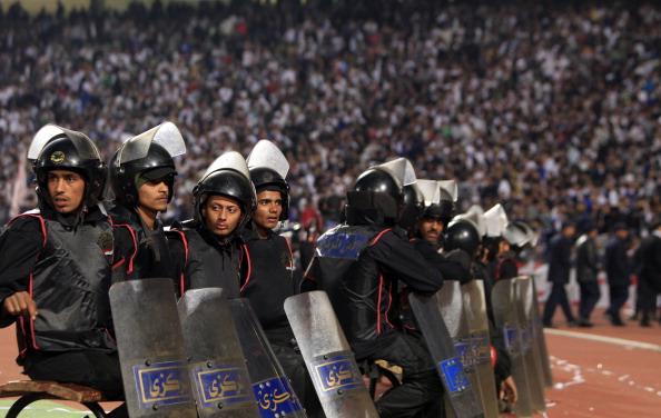В Египте объявлен траур по 74 погибшим во время футбольного матча. Фото: MAHMUD HAMS/AFP/Getty Images