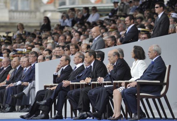 Іноземні гості та чиновники Франції дивляться парад на площі Згоди 14 липня 2011. Фото: Getty Images