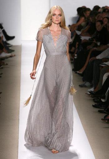 Колекція сезону весна-2008 від J Mendel у другий день Тижня моди Mercedes-Benz Fashion Week, що проходив у Нью-Йорку. Фото: Frazer Harrison/Getty Images for IMG