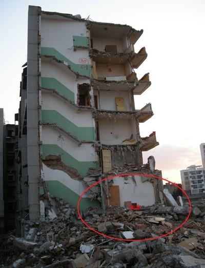 Фото: Наш дім знесли. Червоним позначене місце, де була наша квартира