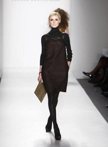 Коллекция женской одежды осень 2008 от дизайнера Джоанны Мастроянни (Joanna Mastroianni), представленная 5 февраля на неделе моды от Mercedes-Benz в Нью-Йорке. Фото: Mark Mainz/Getty Images