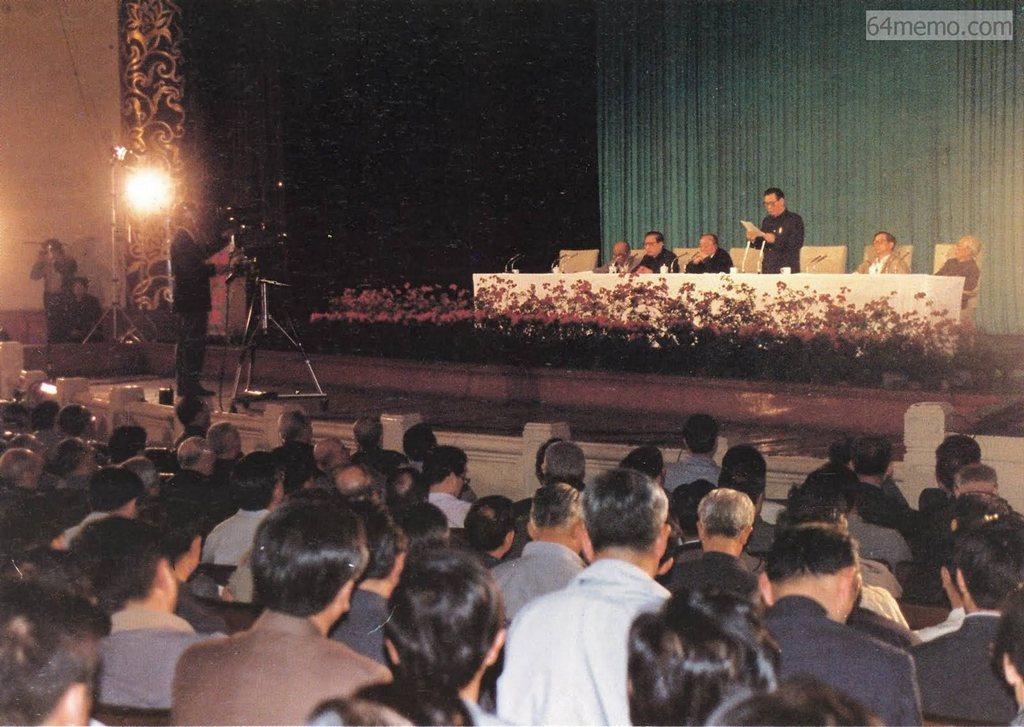 19 травня 1989 р. О 10 годині ранку на урядовому засіданні Лі Пен запропонував увести військовий стан. Голова ЦК КПК Чжоу Цзиян не брав участі в засіданні внаслідок хвороби. Фото: 64memo.com