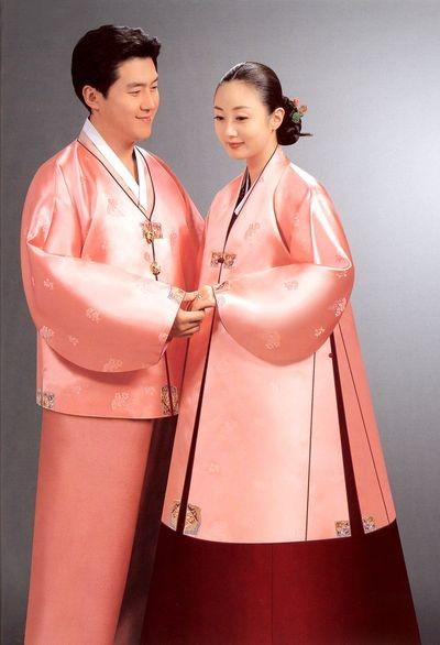 Південнокорейські традиційні костюми. Фото з aboluowang.com