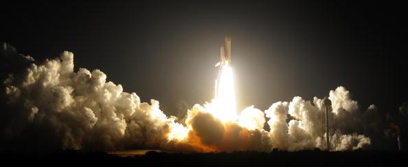 Космічний човник 'Індевор' STS-130 стартує з полігону Космічного центру Кеннеді на мисі Канаверал, штат Флорида 8 лютого 2010. Фото: BRUCE WEAVER / AFP / Getty Images