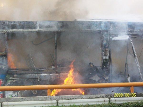 Фотографии с места происшествия. 5 июня 2009 г. Город Ченду. Фото с epochtimes.com