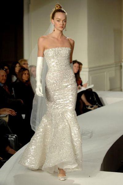 Весільні плаття від Oscar De La Renta. Фото: Photo by Rob Loud/Getty Images