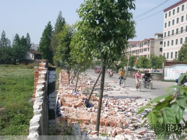 На улицах провинции Шэньси после землетрясения. Фото с secretchina.com