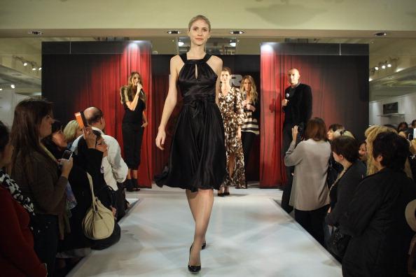 Магдалена Velevisa представила свою коллекцию Фото: Sergio Dionisio/Getty Images