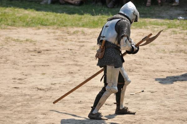 Рыцарь после битвы Миле на историческом фестивале в Парке Киевская Русь 18 июня 2011 года. Фото: Владимир Бородин/The Epoch Times Украина