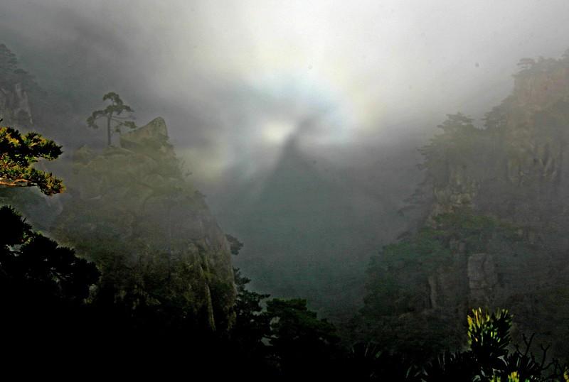 Удивительное явление «сияние Будды» на горе Хуаншань 19 декабря 2007г. Фото: архив Великой Эпохи