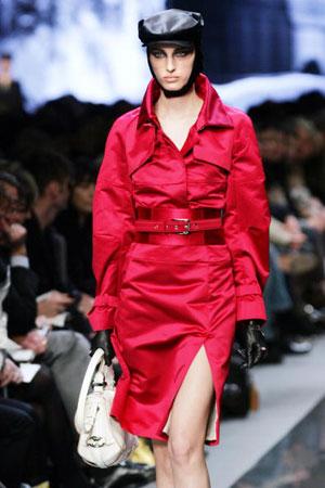 Ивана Омажич (Ivana Omazic) для Дома моды Celine. Коллекция ready-to-wear осень-зима 2007/2008. Фото: FRANCOIS GUILLOT/AFP/Getty Images