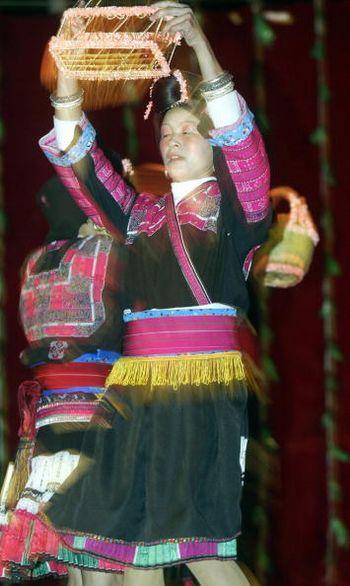 Святковий і повсякденний національний одяг тибетців. Фото: PETER PARKS/AFP/Getty Images