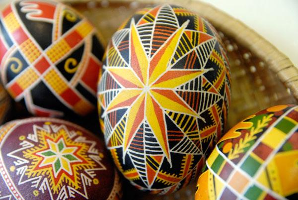 Виставка Великодніх писанок і гончарних виробів відкрилася в Києві 4 квітня. Фото: The Epoch Times