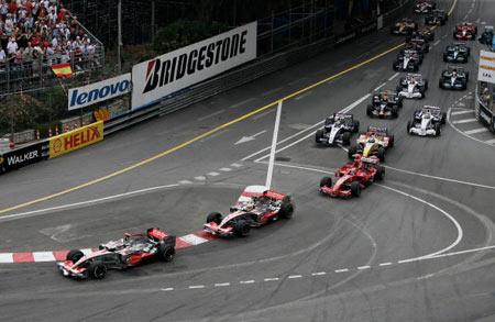 Монте-Карло, МОНАКО: Іспанський водій 'Макларен' Фернандо Алонсо (Fernando Alonso) під час гонок. Фото: BERTRAND GUAY/AFP/Getty Images