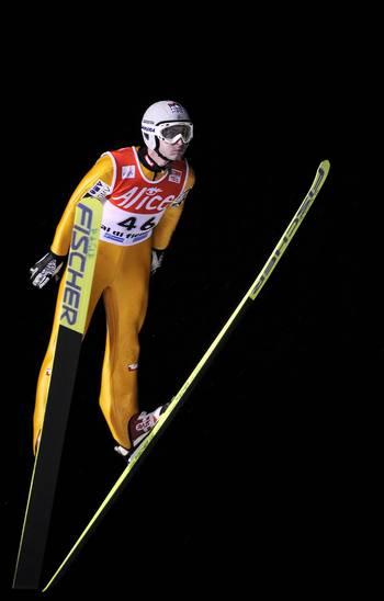 Під час змагання в рамках Кубка світу стрибуни з трампліну. Фото: FILIPPO MONTEFORTE/AFP/Getty Images