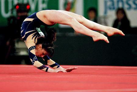 Амстердам, НІДЕРЛАНДИ: Vanessa Ferrari з Італії виступає під час чемпіонату Європи із спортивної гімнастики. Фото ARIS MESSINIS/AFP/Getty Images