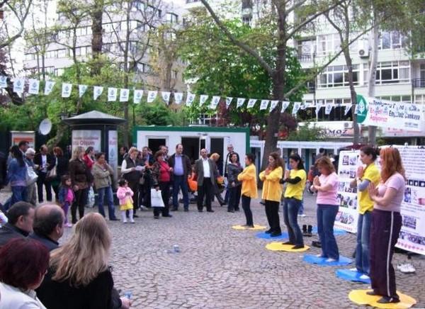 Анкара (Турция). Мероприятия, приуроченные к Всемирному Дню Фалунь Дафа. Фото с minghui.org