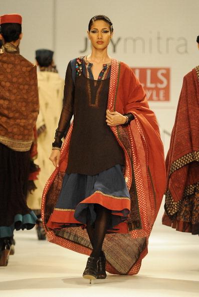 Показ колекції від Анкіта (Ankita) на Тижня моди в Індії. Фото: RAVEENDRAN / AFP / Getty Images