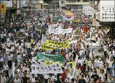1 травня шість громадських організацій взяли участь у ході «проти корупції, за демократію, свободу та права людини». Фото: kanzhongguo.com