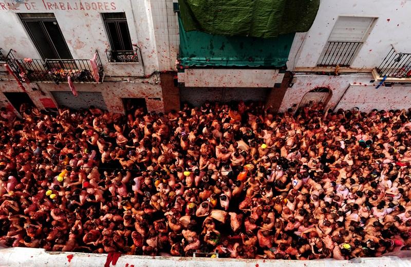 Помідорна битва на фестивалі «Ла Томатина», Буньоль, Іспанія. Фото: Jasper Juinen/Getty Images