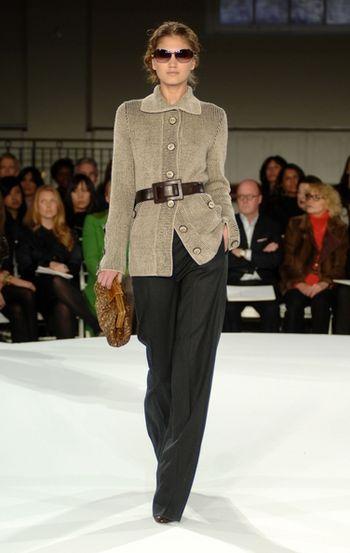 Колекції жіночого одягу весна 2008 від американського дизайнера Оскара де ла Ренти (Oscar de la Renta). Нью-Йорк, 3 грудня 2007г.
