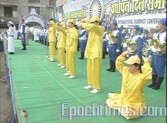 Демонстрация упражнений практики Фалуньгун. Фото: The Epoch Times