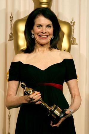 Колишньому президентові компанії Paramount Pictures Шеррі Лансінг вручили золоту статуетку в категорії 'Гуманітарна нагорода імені Джин Хершолт' (Jean Hersholt Humanitarian Award). Фото: Vince Bucci/Getty Images