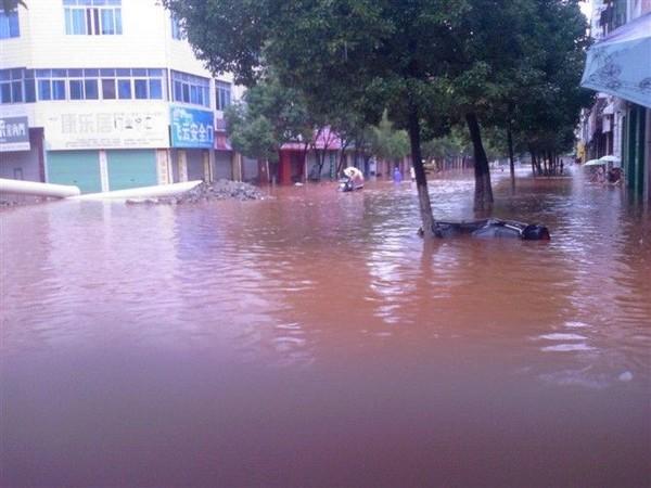 Найсильніший в історії дощ пройшов в провінції Цзянсі, затопивши більшу частину території. Фото з epochtimes.com
