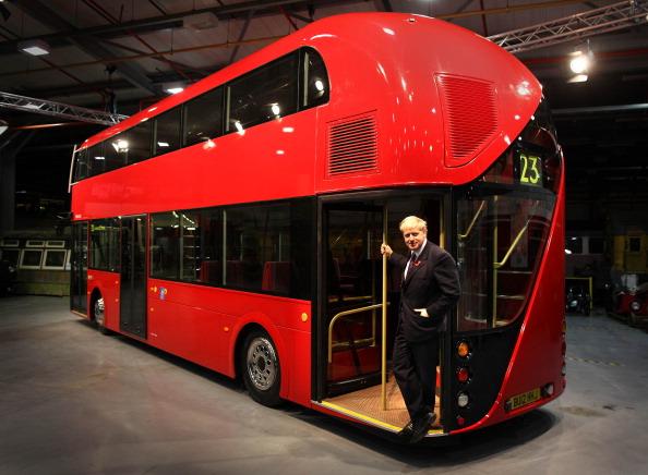 У Лондоні запустять двійника знаменитого автобуса «Рутмастер». Церемонію представлення автобуса публіці відкрив мер Лондона Борис Джонсон. Фото: Peter Macdiarmid/Getty Images
