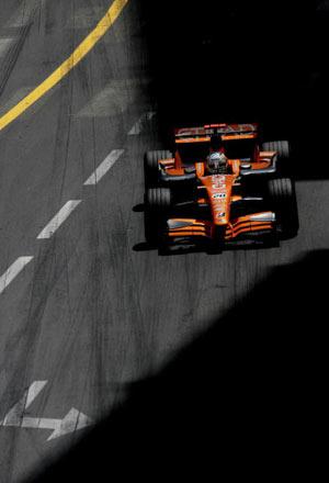 Монте-Карло, МОНАКО: Адріан Сутіл (Adrian Sutil) ('Spyker F1') з Німеччини під час гонок. Фото: Vladimir Rys/Bongarts/Getty Images