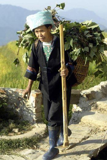 Праздничная и повседневная национальная одежда тибетцев. Фото: PETER PARKS/AFP/Getty Images