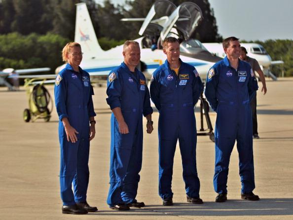 Екіпаж «Атлантіса» прибув на стартовий майданчик 39А для участі у фінальній передпольотної перевірки. Фото: Roberto Gonzalez/Getty Images