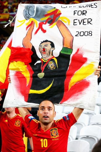 Фан сборной Испании на полуфинальном матче Испании против Португалии на Донбасс Арене в Донецке. Фото: Martin Rose/Getty Images