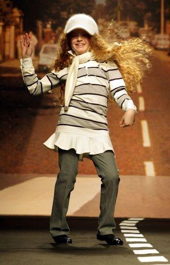 Тиждень моди у Флоренції. Колекція дитячого одягу зима/осінь 2008 фірм Miss Blumarine і Pitti Immagine Bimboк. Фото: AFP PHOTO DDP/ TORSTEN SILZ GERMANY OUT
