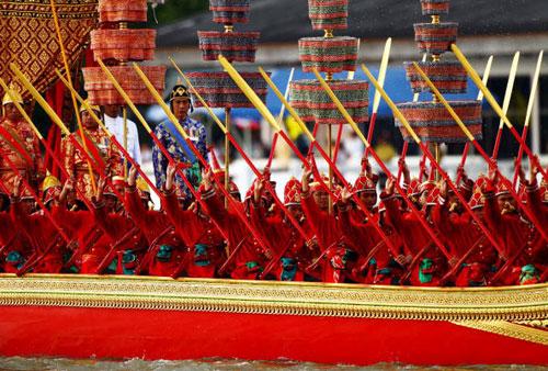 В Бангкоке репетируют перед королевским парадом барж. Фото: Chumsak Kanoknan/Getty Images