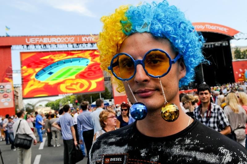 Киев, Украина, 8 июня. На Крещатике торжественно открыли фан-зону Евро-2012. Фото: Владимир Бородин/EpochTimes.com.ua