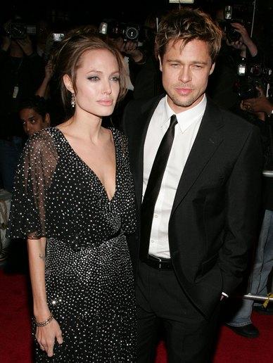 Анджелина Джоли и Брэд Питт на премьере фильма «Ложное искушение», где снималась Анджелина. 2006 год. Фото: Bryan Bedder/Getty Images