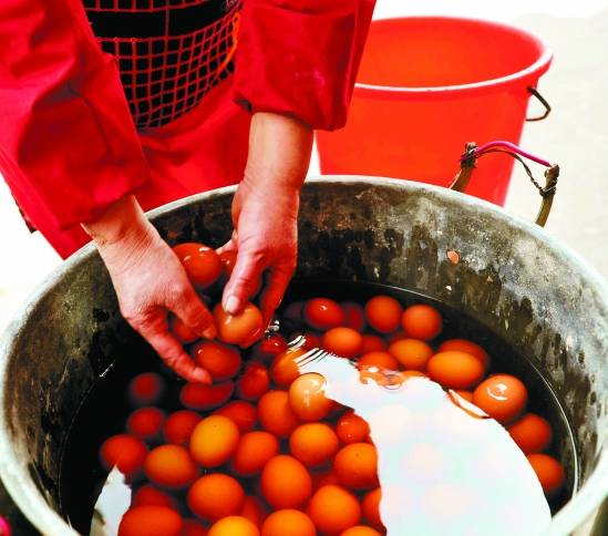 Яйца, сваренные в детской урине. Фото с kanzhongguo.com